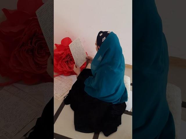 Изображение предпросмотра прочтения – ПатиматШейхмагомедова читает произведение «Она сидела наполу…» Ф.И.Тютчева