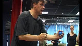 Основы жонглирования.(работа с мячиком)