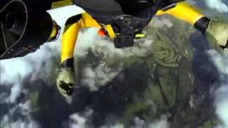 Джетмен пролетел над Фудзиямой со скоростью 300км/ч (Jet Pack)(Многих людей вдохновляет легенда об Икаре, который взлетел высоко в небо с помощью крыльев, созданных Дедал..., 2013-11-27T23:30:38.000Z)