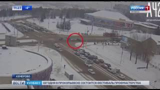 Столкновение иномарк около кемеровского цирка сняли на видео