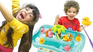 ЧЕЛЕНДЖ для дітей! Що ПРИДУМАЛА мама? Рибалка Го – Дівчата ПРОТИ Хлопців. Відео для дітей