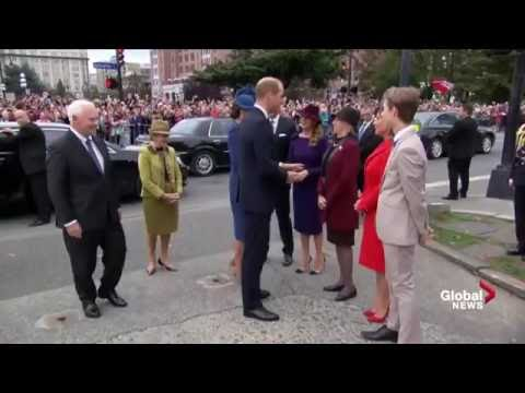 Prince William and Kate arrive to cheers at B.C. legislature in Victoria