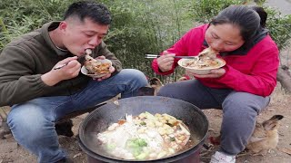 2 fat fish heads make hot pot, the fat sisters really eat