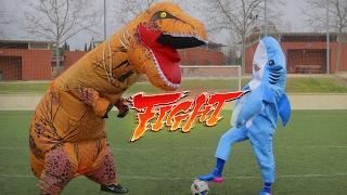 Hoy os traigo un reto de fútbol con el disfraz del Trex gigante (Pa...