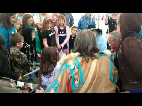 Homeschoolers singing with Indians