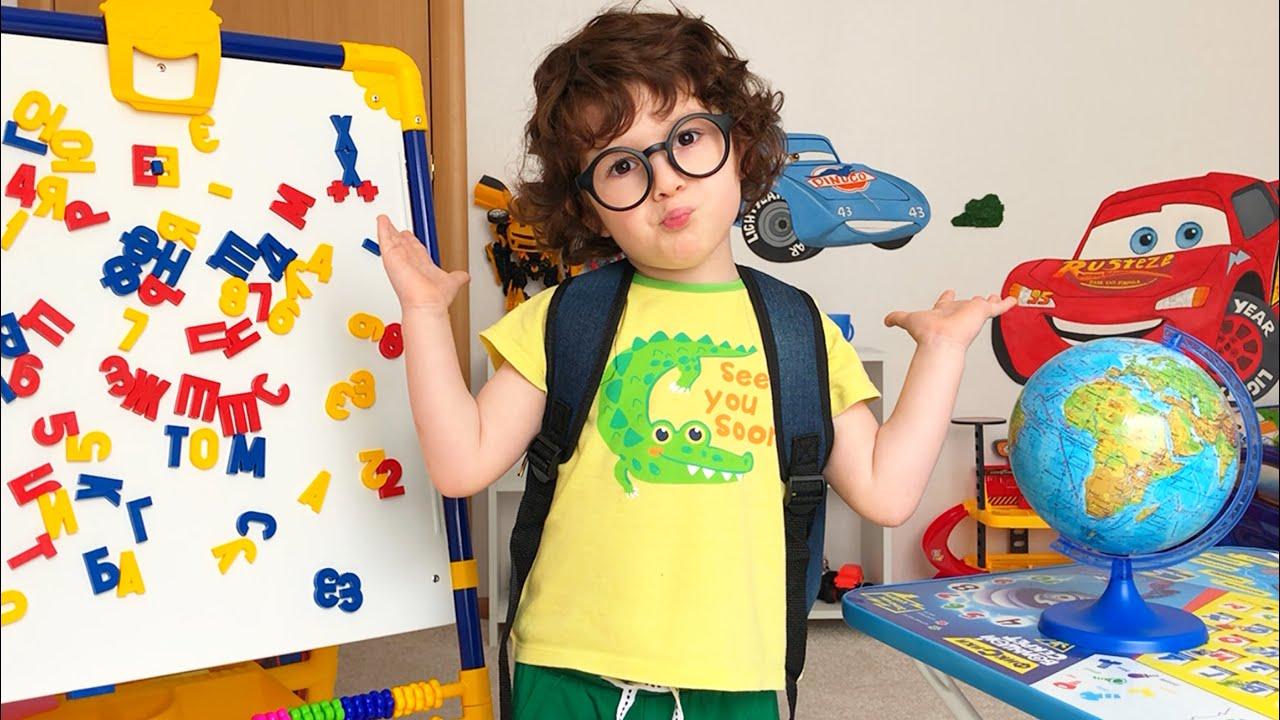 Играют в школу. Саша учится в школе, а братик его учитель ...