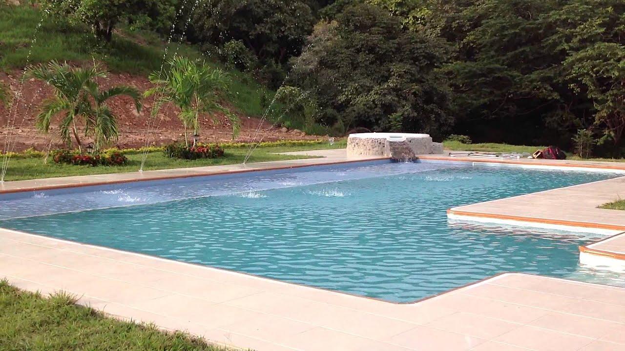 Chorros y cascadas para piscinas geopools panam youtube for Chorros para piscinas