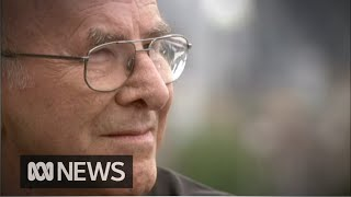 Australian writer and broadcaster Clive James dies aged 80 | ABC News
