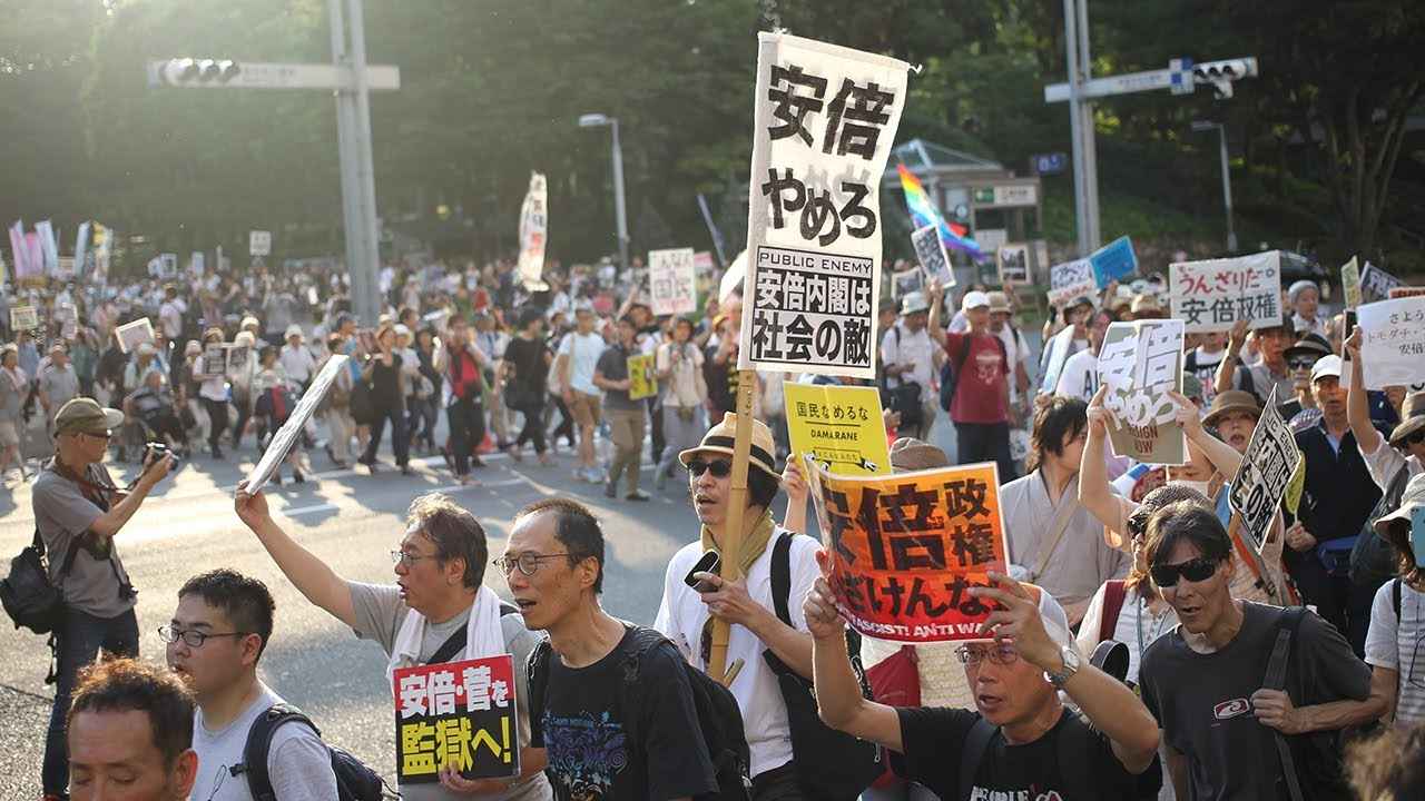 東京・新宿で安倍政権退陣を求め...