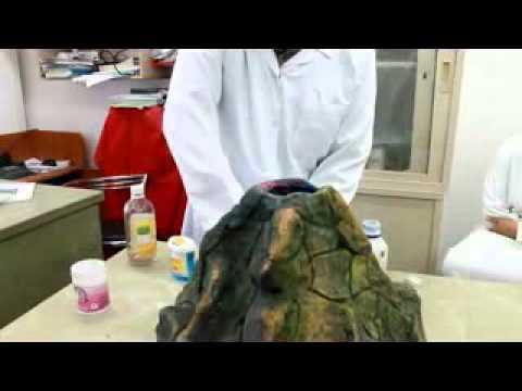 تجربة انفجار البركان أ/ محسن كمال .. ثانوية النبلاء الأهلية 2