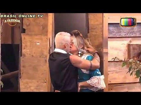 """A Fazenda - Aos beijos  Monick fica irritada com Yuri: """"Sai daqui"""". - 04/11/2017"""