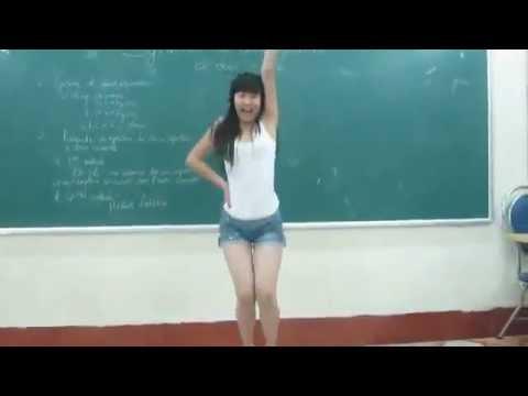 [Funny] Em teen nhảy cover bài Bubble Pop trong lớp học