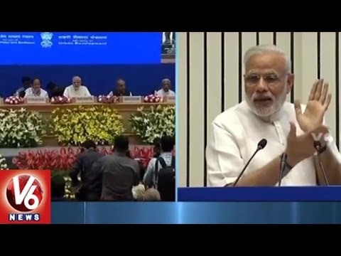 PM Narendra Modi Speech At Swachh Bharat Meeting In Delhi | V6 News