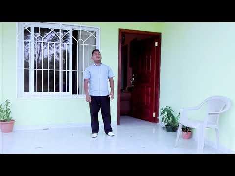 Salmista Tony Hernández tema el premio de Jehová