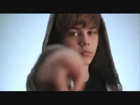 Justin Bieber singing FRENCH!