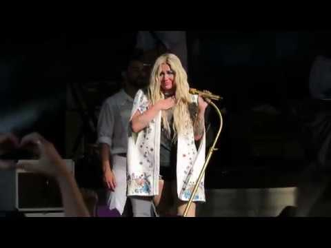 Kesha crying during Praying | Cincinnati,...