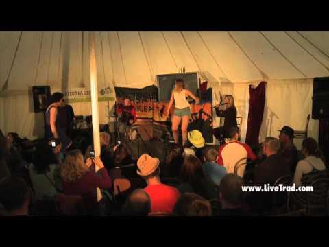 Sibéal Davitt & Marian Ní Chonghaile: Electric Picnic & Puball Gaeilge on LiveTrad.com