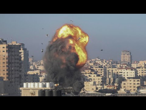 تجدد القصف الإسرائيلي على غزة وصدامات في الضفة الغربية وسط مساع دولية وإقليمية لوقف إطلاق النار  - نشر قبل 6 ساعة