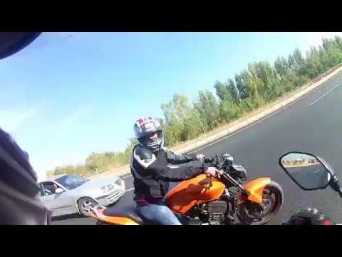 Yamaha MT-09 vs Honda Hornet 900 Drag Race