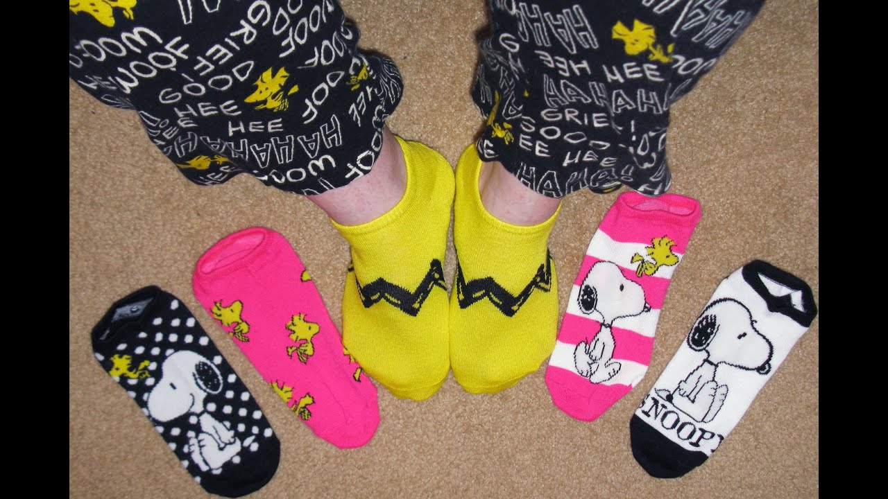 d6d358372b434b Snoopy Socks - Peanuts Treasure Box - YouTube