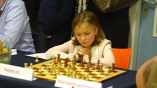 World Chess Champion Carlsen vs 9-year old girl !!!