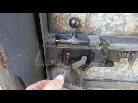Замок на калитку от честных людей.The Lock On The Gate