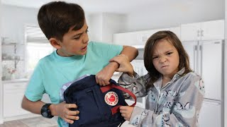 What SiBLiNGS ARGUE about | on vacation!!