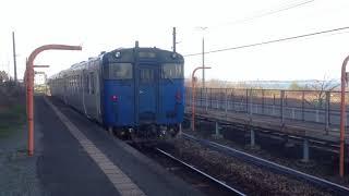 キハ47形・普通電車、西戸崎駅を出発 JR九州 香椎線(海の中道線) 2016年3月17日