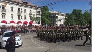 В Севастополе провели военный парад Победы(9 мая в оккупированном Россией Севастополе прошел военный парад, приуроченный к 71-ой годовщине победы над..., 2016-05-09T14:02:13.000Z)