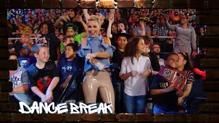 """Sarah Schreiber leads a """"Dance Break"""" at Raw: WWE Exclusive, May 23, 2019"""