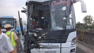 Khoảnh khắc cao tốc TPHCM - Trung Lương tê liệt vì tai nạn ngày đầu năm 2018