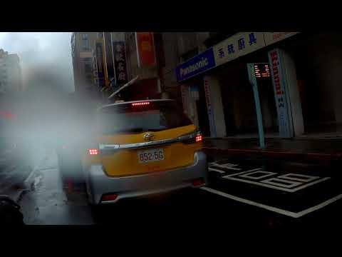 01/19 10:04 台北市金山南路二段21號前 車禍