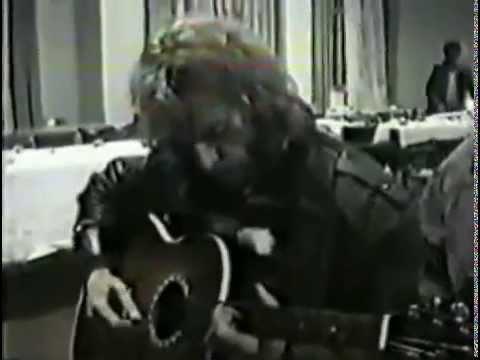 Игорь Тальков играет на свадьбе \