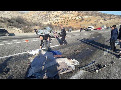 Otomobil İle Tır Çarpıştı 4 Ölü, 2 Yaralı