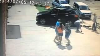 Accident : Un bébé renversé par une voiture survit