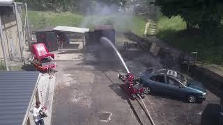 Colossus fireman robot in action. Le robot pompier Colossus en action. Filmé par la BSPP.