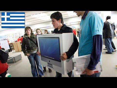 Greeks Rush to Buy PS4's and Mac's
