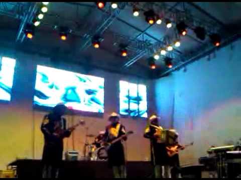 BRONCO CON LA TIERRA ENCIMA EN TEOLOYUCAN 2012.3GP