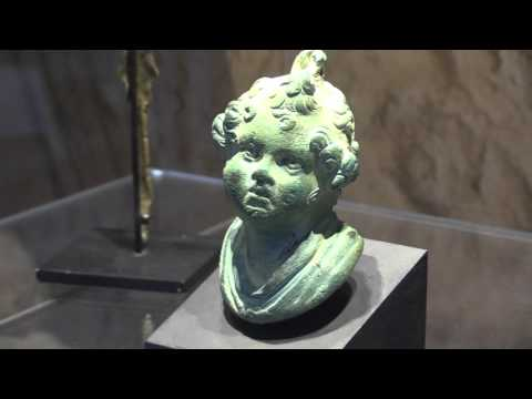 3D scanning and multi-touch screen of Ancient Roman and Greek artifacts