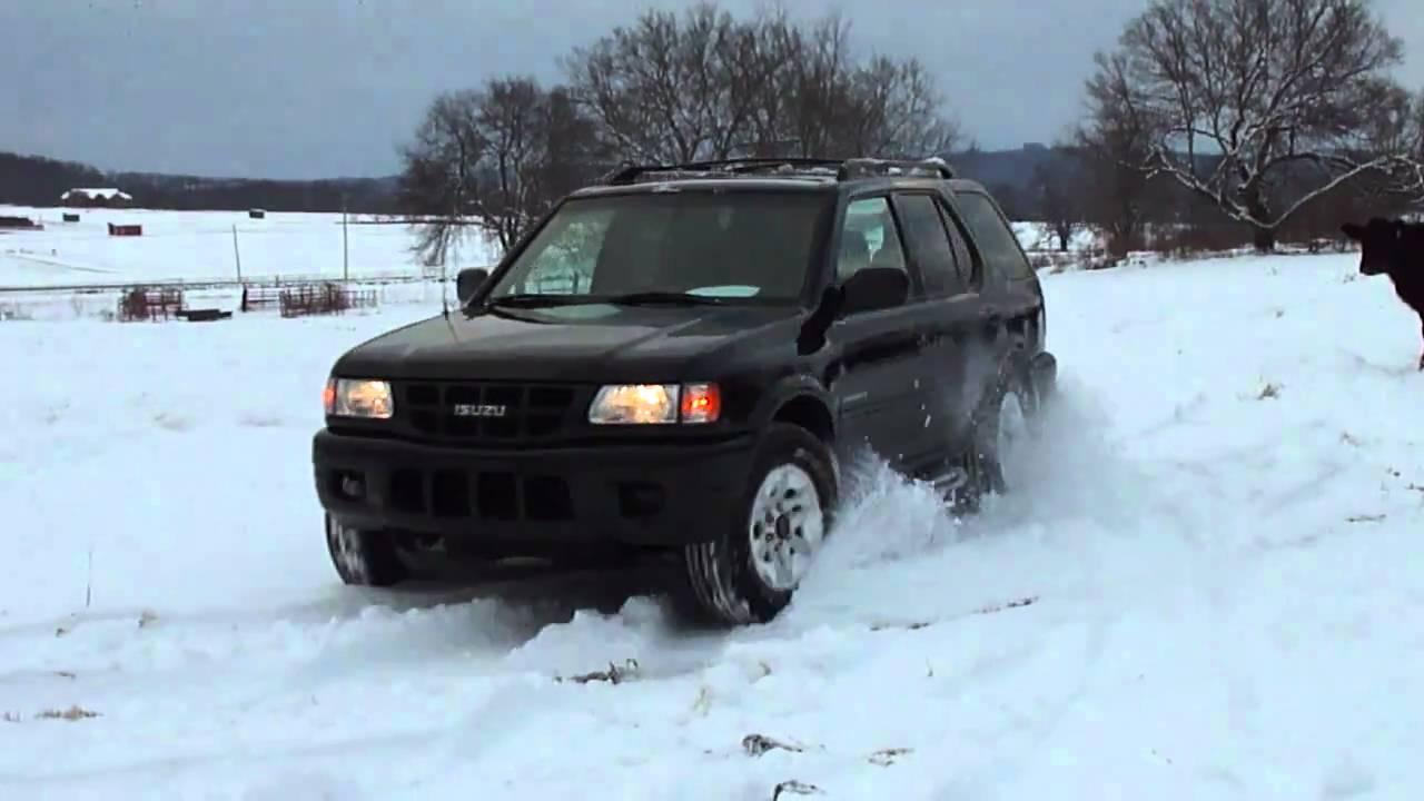 Isuzu Rodeo in snow