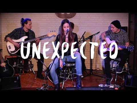 Nelou - Unexpected (Warner Music Café)