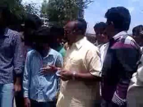 Kurugundla Ramakrishna, Venkatagiri MLA speaking at Samaikya Andhra Rally Meeting on the road