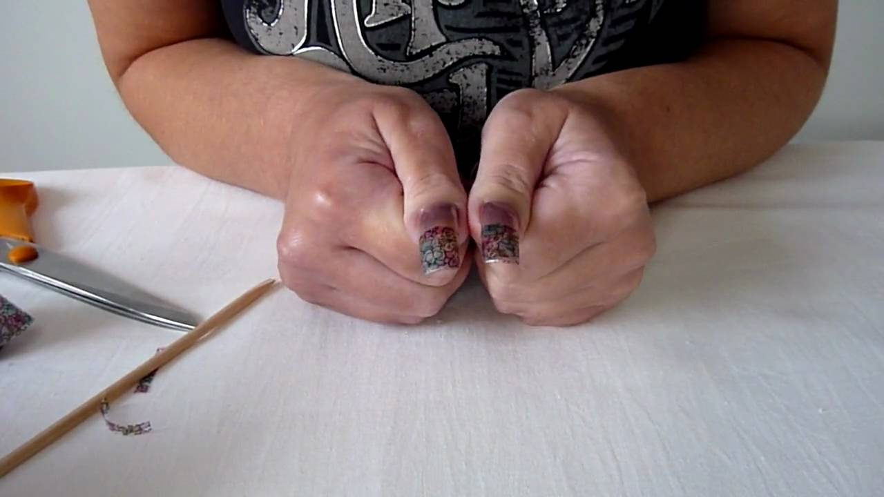 How To Apply Nail Foils. Polished Natural Nails With Pretty Art ...