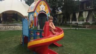 Отдых с детьми едем в Винницу,дети купаются в бассейне Летний отдых