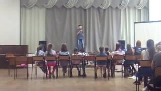 """Парень """"поёт"""" песню Егора Крида """"Будильник"""""""