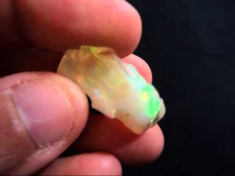 Ethiopian Opal Rough 70004.wmv