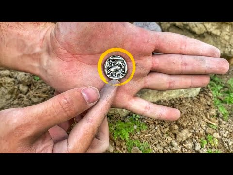 WE FOUND THE TREASURE ON THE OLD CHURCH WALL / METAL DETECTİNG