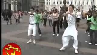 Потрясный танец тиктоник в Питере