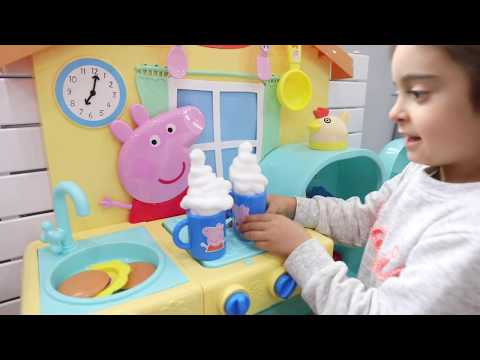 Playing Peppa Pig Pretend Kitchen Set for Childrens