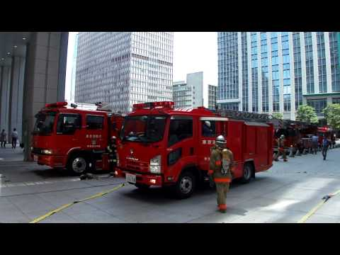 JR東京駅火災の消火活動と出場した消防車。Fire brigade that acts on the fire site